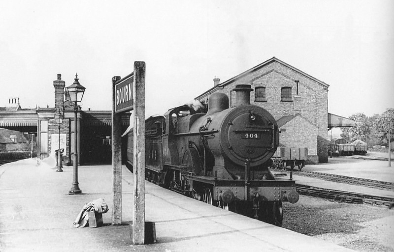 BOURNE - LMS Class 2P 4-4-0 No.404 stands at the Up face of the island platform with a Kings Lynn to Nottingham train, 05/37. This loco was basically similar to the M&GN Class C rebuilds, LNER Class D53.