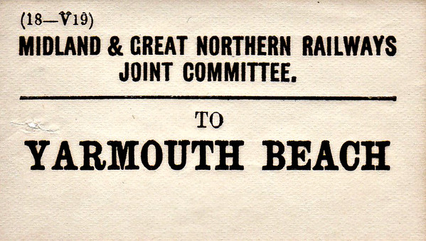 M&GN LUGGAGE/PARCEL LABEL - YARMOUTH BEACH.