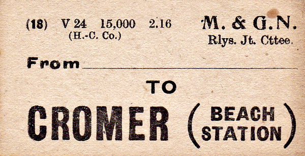 M&GN LUGGAGE/PARCEL LABEL - CROMER BEACH - Print date February 1916.