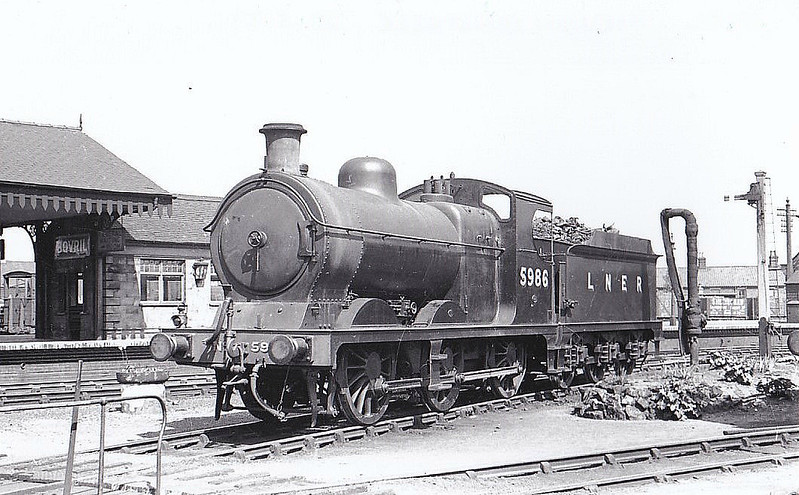 LNER - 5986 - Robinson GCR Class 9J LNER Class J11 0-6-0 - built 12/01 by Neilson Reid & Co. as GCR No.986 - 09/26 to LNER No.5986, 09/46 to LNER No.4283, 04/48 to BR No.64283 - 12/57 withdrawn from 41J Langwith Junction - seen here at Melton Constable, 05/37.