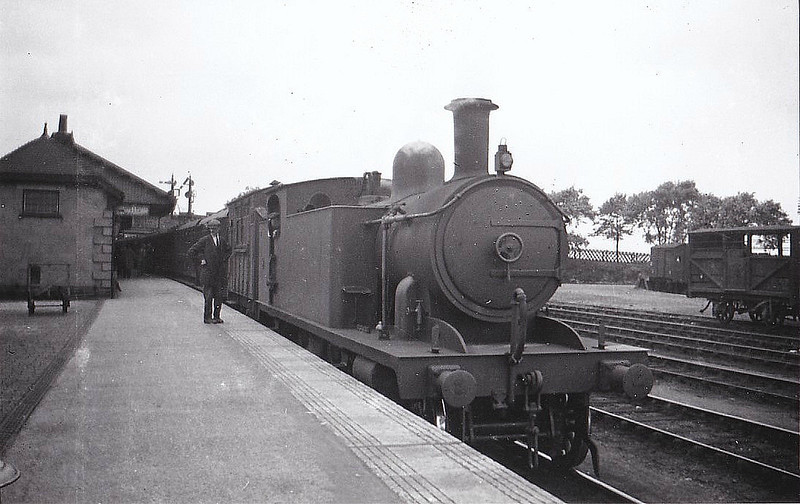 M&GN - 9 - Marriott M&GN Class A LNER Class C17 4-4-2T - built 1909 by Melton Constable Works as M&GN No.9 - 1933 tank tops cut down to improve visibility - 1936 to LNER No.09 - 07/44 withdrawn from Melton Constable, where seen.