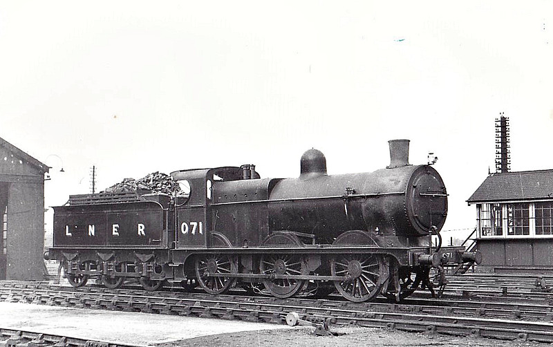 LNER - 071 - Johnson M&GN Class D 2F 0-6-0 - built 03/1899 by Kitson & Co., Works No.3878, as M&GN No.71 - 06/21 rebuilt with Belpaire boiler, LNER Class J41 - 05/37 to LNER No.071 - 07/43 withdrawn - seen here at South Lynn, 03/39.