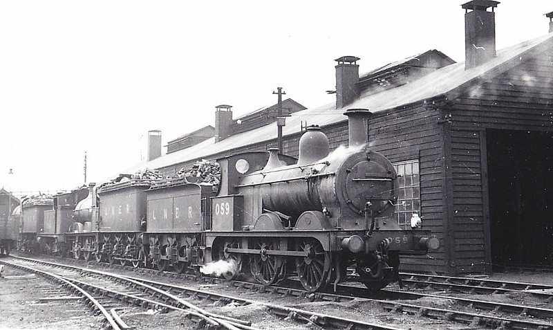 LNER - 059 -  Johnson M&GN Class D 2F 0-6-0 - built 08/1896 by Neilson & Co., Works No.5033 - 1920 rebuilt - 08/37 to LNER Class J40 No.059 - 06/44 withdrawn - seen here at South Lynn, 03/39.