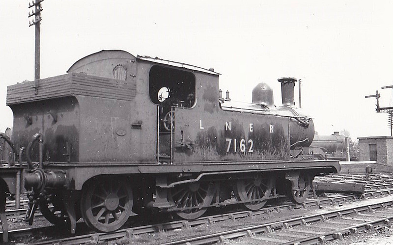 LNER - 7162 - Holden GER Class M15 LNER Class F4 2-4-2T - built 09/07 by Stratford Works as GER No.214 - 1924 to LNER No.7214, 12/46 to LNER No.7162, 05/50 to BR No.67153 - 08/55 withdrawn from 32E Yarmouth Vauxhall - seen here at Melton Constable, 06/49.