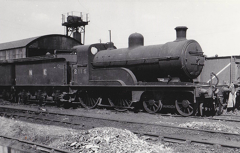 LNER - 2115 - Ivatt GNR Class D3 4-4-0 - built 12/1896 by Doncaster Works as GNR No.400 - 1923 to LNER No.3400, 08/46 to LNER No.2115 - 09/47 withdrawn from South Lynn, where seen 08/47.
