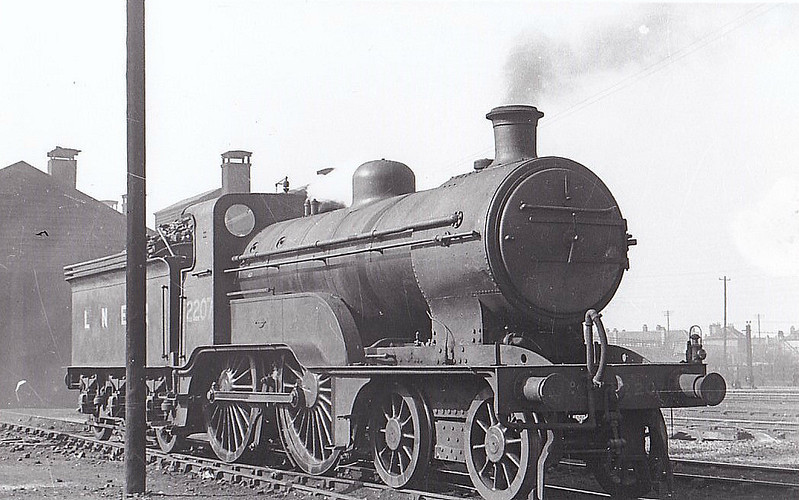 LNER - 2207 - Ivatt GNR/LNER Class D1 4-4-0 - built 05/11 by Doncaster Works as GNR No.56 - 1923 to LNER No.3056, 01/47 to LNER No.2207 - BR No.62207 not applied - 11/48 withdrawn from 32A Norwich Thorpe - seen here at South Lynn, 04/47.