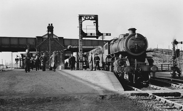 BR - 43108 - BR Ivatt Class 4MT 2-6-0 - built 05/51 by Doncaster Works - 11/65 withdrawn from 41J Langwith Junction - seen here at South Lynn on a train for Yarmouth Beach, 28/02/59.