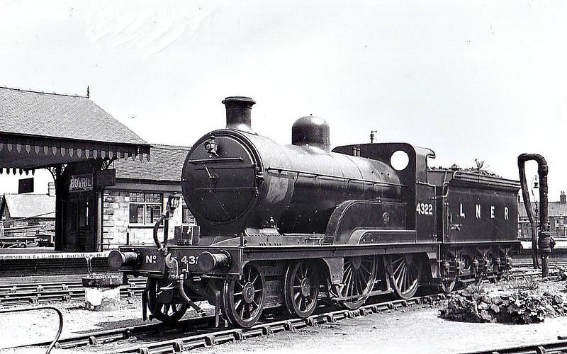 LNER - 4322 - Ivatt GNR Class D2 4-4-0 - built 06/1898 by Doncaster Works as GNR No.1322 - 12/24 to LNER No.4322 - 07/39 withdrawn - seen here at Melton Constable, 05/37.