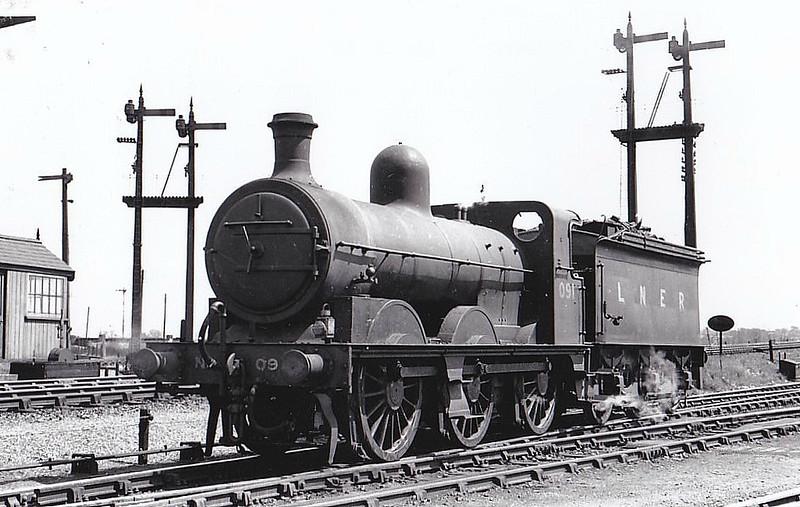 LNER - 091 - Ivatt M&GN Class Da 0-6-0 - built 10/00 by Dubs & Co., Works No.3943, as M&GN No.91 - 1926 rebuilt, 05/37 to LNER Class J4 No.091 - LNER No.4167 not applied - 01/46 withdrawn - seen here at South Lynn, 05/38.