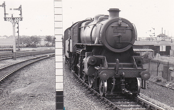 BR - 43107 - BR Ivatt Class 4MT 2-6-0 - built 05/51 by Doncaster Works - 12/63 withdrawn from 40F Boston - seen here arriving at Sutton Bridge on an eastbound train - an M&GN loco for most of its life.