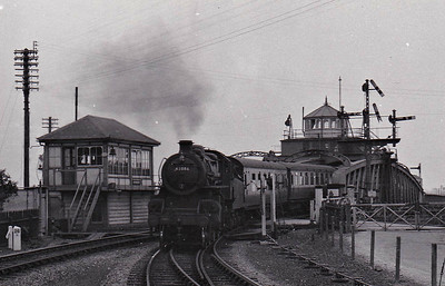 BR - 43086 - BR Ivatt Class 4MT 2-6-0 - built 11/50 by Darlington Works - 12/64 withdrawn from 34E New England - M&GN engine from new - seen here at Sutton Bridge westbound.