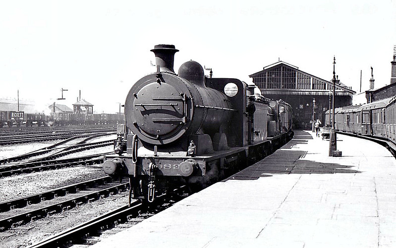 LNER - 083 - Ivatt M&GN Class Da 0-6-0 - built 1900 by Dubs & Co., Works No.3936 - 1920 rebuilt - 1936 to LNER Class J3 No.083, 06/46 to LNER No.4158 - BR No.64158 not applied - 07/51 withdrawn from 35B Grantham - seen here at Peterborough North piloting a 4-4-0, 05/38.