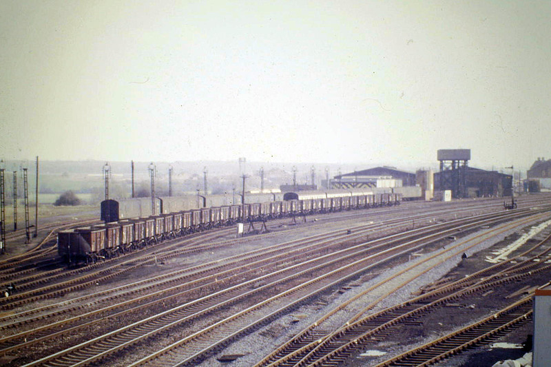 WELLINGBOROUGH - the old steam depot, more or less intact, 14/04/87, and still there I think. For many years, it was used by Ford Motors.