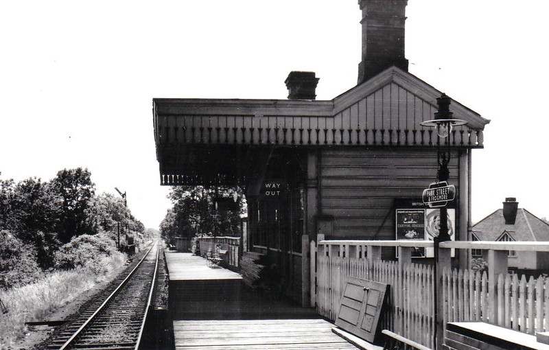 PARK STREET & FROGMORE STATION - opened in 1858 on the LNWR Watford Junction - St Albans branch. Renamed to Park Street in 1974, the station sees a service every 45 minutes and handles over 27000 passengers per year.