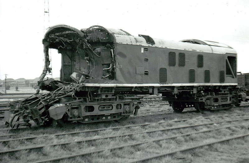 CASTLECARY - Class 24 - D5122 - BR Type 2 Bo-Bo DE - built 06/60 by Derby Works - withdrawn 09/68 from Inverness TMD after Castlecary accident when light engine ran into rear of stationary DMU, 09/09/68, loco crew killed - seen here at Glasgow Works in 1970 - scrapped 03/71.
