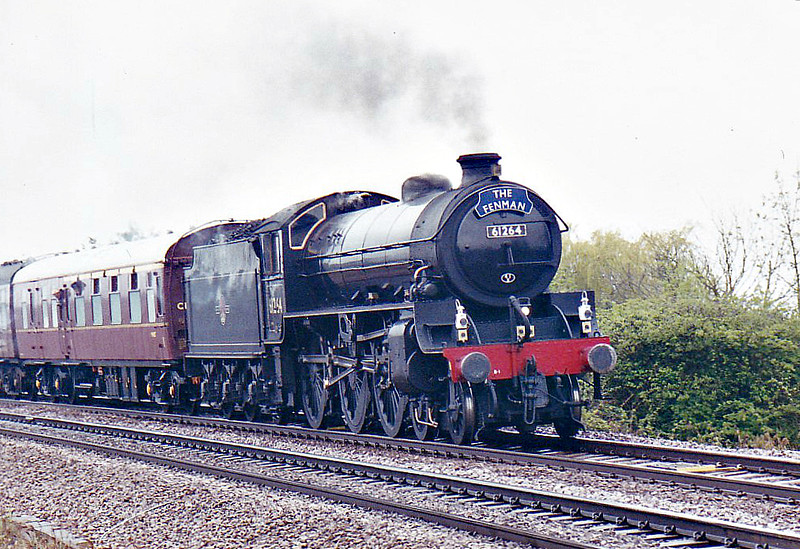 61264 - Thompson LNER/BR Class B1 4-6-0 - built 12/47 by North British Loco Co. - 10/49 to BR No.61264 - 11/66 withdrawn from 40E Colwick, to Departmental use as Stationary Boiler No.29 - 07/67 withdrawn, to Barry Scrapyard - 07/76 preserved at GCR - seen here approaching Silt Road LC on 1Z64 'The Fenman' Norwich - Lincoln, 01/05/06.