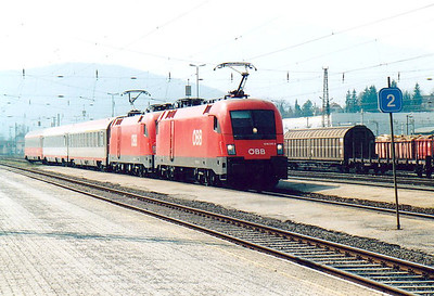 OBB - 1016 010/1016 006 - 50 'Taurus' Class engines built in 2000 by Siemens for OBB domestic services - superpower for the 3-coach IC212 'Mimara', Belgrade - Munich, at Villach Westbahnhof, 05/04/05.