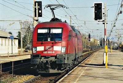 DB REGIO - 182 005 - 25 engines built from 2001, Siemens 'Taurus' Type, secondhand from DB Schenker - heads north light engine through Bruck-am-der-Leitha, 13/03/07.