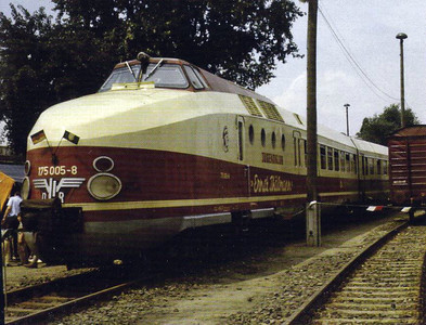 DR - 175 008 ERNST THALMANN - former Trans Europ Express trainset, then belonging to the East German Youth Club Organisation, seen in Berlin.