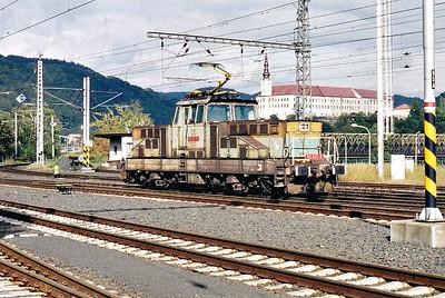 CD - 110 037 - 52 DC electric shunting/trip locos built 1971-1973 by Skoda - returns to Decin Hlavni Nadrazi from the German Border, 04/10/06.