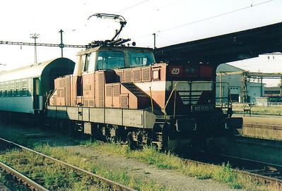 CD - 110 020 - 52 DC electric shunting/trip locos built 1971-1973 by Skoda - Prerov Station pilot, 11/08/04.