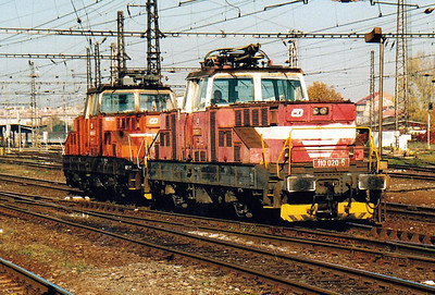CD - 110 020/110 003 - 52 DC electric shunting/trip locos built 1971-1973 by Skoda - pass through Olomouc Station en route to Prerov, 28/10/05.