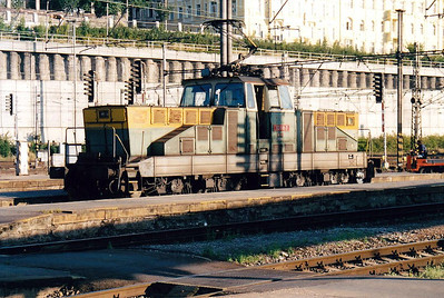 CD - 110 118 - one of 2 Class 111 engines rebuilt in 1996 with slow speed control - seen here as pilot at the southern end of Prague Hlavni Nadrazi, 10/08/03.