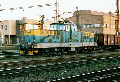 CD - 110 048 - 52 DC electric shunting/trip locos built 1971-1973 by Skoda - arrives at Olomouc with a trip freight just as I leaving, 28/10/05.