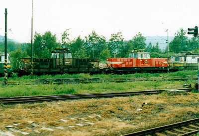 CD - 110 047 -  52 DC electric shunting/trip locos built 1971-1973 by Skoda - parked in the yard at Usti nad Labem Zapad, ex Works, 30/05/05, with E458 005, not yet renumbered to 110 005.