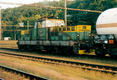 CD - 111 013 - 35 DC engines built by Skoda in 1981/2 for shunting and trip duties - in the freight yard at Kralupy nad Vltavou, 03/08/04.