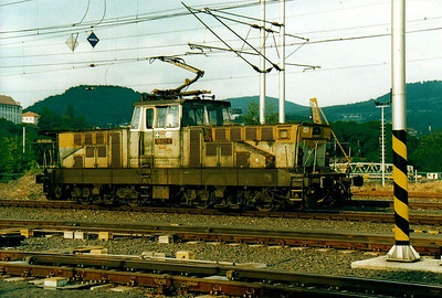 CD - 111 023 - 35 DC engines built by Skoda in 1981/2 for shunting and trip duties - runs back into Decin station to collect a train for Liberec, 30/05/05/