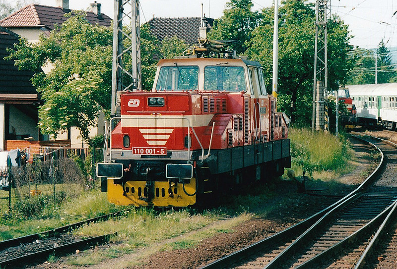 CD - 110 001 - 52 DC electric shunting/trip locos built 1971-1973 by Skoda - parked in the headshunt at Valasske Mezirici, 30/05/04.