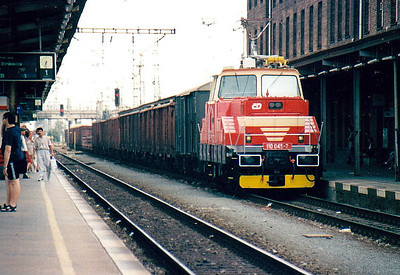 CD - 110 045 - 52 DC electric shunting/trip locos built 1971-1973 by Skoda - heads west through Olomouc Station on a long transfer freight, 11/08/04.
