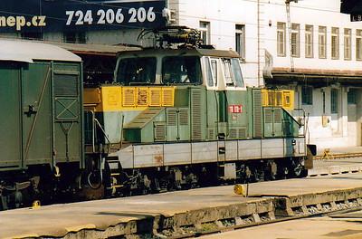 CD - 110 018 -  52 DC electric shunting/trip locos built 1971-1973 by Skoda - Prague Hlavni Nadrazi pilot, 09/08/04. This loco was previously 110 118.