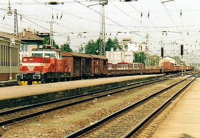 CD - 110 024 - 52 DC electric shunting/trip locos built 1971-1973 by Skoda - heads east through Olomouc Station on a long transfer freight, 11/08/04.