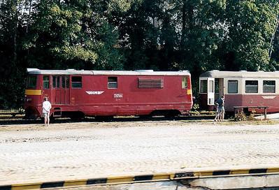 CZECH REPUBLIC - JHMD - 705 906 - 21 DE 760mm gauge locos built 1954/55 by CKD - 12 still in traffic (4CD, 8JHMD) - awaits departure from Jindrichuv Hradec on train no.256, the 1807 to Nova Bystrice, 04/08/03.