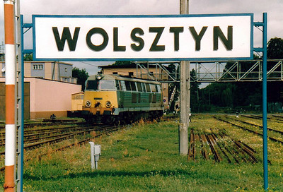INTERNATIONAL RAILWAY SIGNS, SIGNALS & MISCELLANEOUS ITEMS.