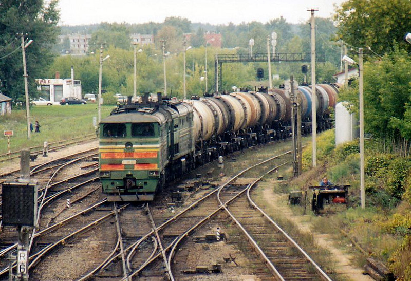 BCh - 2TEU10 3650 - 59 locomotives built in USSR from 1989, improved 6000hp version of 2TE10M - seen here arriving from Belarus with a tank train at Daugavpils, 23/08/06.