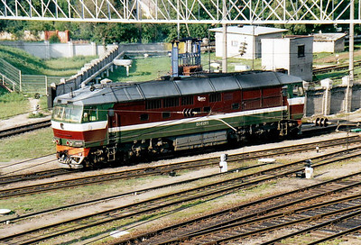 BCh - TEP70 223 - 41 engines built by Kolomna in USSR from 1973 to 2000, long distance passenger locos - seen here coming off depot to collect a train from the station, 28/08/06.