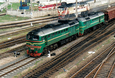 LG - 2M62 0013 - 74 'Double Sergei' locomotives built by Lugansk from 1976 - heads north through Vilnius with a train of hopper wagons, 28/08/06.