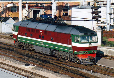 BCh - TEP70 425 - 41 engines built by Kolomna in USSR from 1973 to 2000, long distance passenger locos - has come off it's train and is going on depot, 28/08/06.