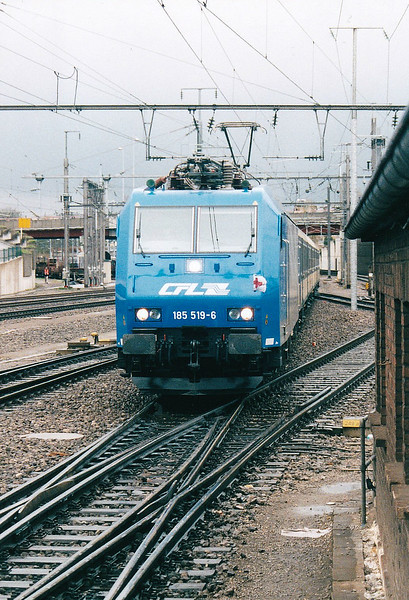 CFL - 185 519 - 5 engines, dual voltage, for local passenger/freight services, leased from ATC and returned on arrival of Class 4000 - arrives at Luxembourg with an afternoon service from Rodange, 07/04/04.