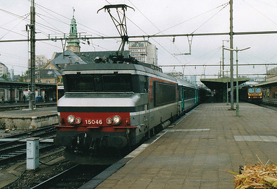 SNCF - 15046 - Class 15000 Bo-Bo 25kv AC Electric - 65 locomotives built between 1971 and 1978 by Aslthom/MTE - awaits departure from Luxembourg on the afternoon service to Paris L'Est, 29/10/03.