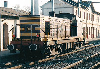 CFL - 901 - Class 900 Bo-Bo DE - 13 engines built 1958 by Brissonneau & Lotz for shunting and freight work - similar to SNCF Class 63500 - all withdrawn by 2007 - seen here at Bettembourg, 28/10/03.