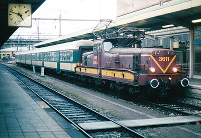 CFL - 3611 -  Class 3600 Bo-Bo Electric - 20 locomotives built in 1958 in France by MTE, similar to SNCF 12000 class - by 10/03 reduced to local freight duties and peak hours passenger services - all withdrawn by 2005 - newly arrived in Luxembourg with from Troisvierges, 29/10/03.