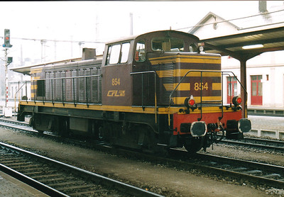 CFL - 854 - Class 850 Bo-Bo DE - 8 engines built 1956 by Brissonneau & Lotz for shunting and freight work - similar to SNCF Class 63500 - all withdrawn by 2007 - seen here at Bettembourg, 29/10/03.
