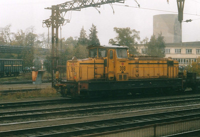 INDUSTRIAL - ARBED - 308 - 19 Bo-Bo heavy shunters built 1966 by MaK, fitted for ground control, taken over by CFL subsequently - making up a train in the works yard at Esch, 29/10/03.