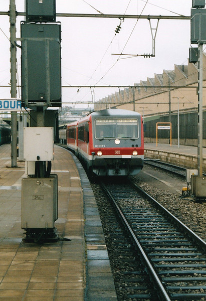 DB - 628 463 - Class 628 2-car DMU - 303 built from 1992 for local services - seen here headed for the carriage sidings at Luxembourg, 29/10/03.