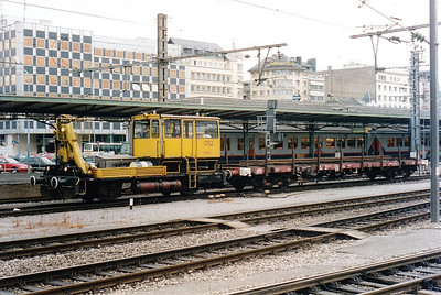CFL - 1052 - OHL Maintenance Unit - 4 units built 1980 - seen here in Luxemburg Station, 30/07/98.