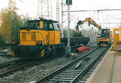 CFL - 502 - Small shunters built from 1993 by Cockerill & Co. for DSB, sold to CMI, several on hire to CFL for departmental trains - Working on track renewal at Rodange, 29/10/03.